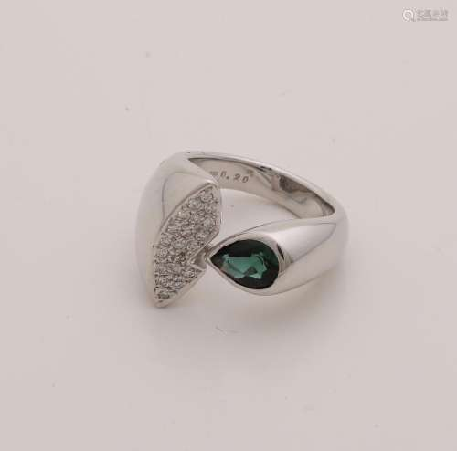 Heavy white gold ring 750/000 with a tourmaline and