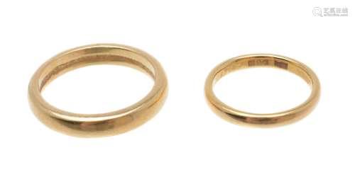 A 22 carat gold band ring