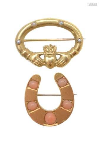 ϒ A Victorian coral horseshoe brooch