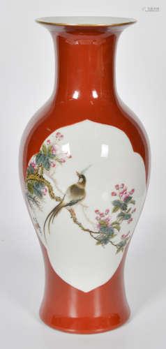 矾红花鸟纹瓶