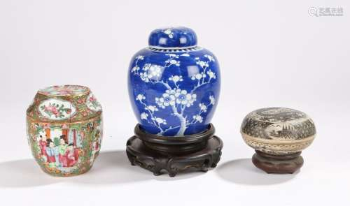 Chinese porcelain, to include a 19th Century Canton porcelain barrel shaped container, 12cm high,