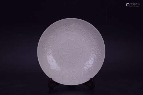 A DINGYAO WHITE GLAZE FLORAL PATTERN BOWL