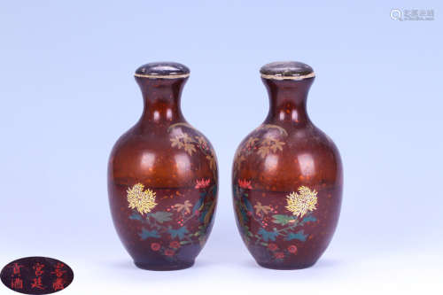AN OLD COLLECTED PALACE TRIBUTE VASE