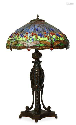 A TIFFANY STYLE 'DRAGONFLY' TABLE LAMP.