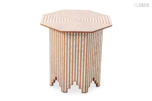 AN ATTRACTIVE SYRIAN WALNUT OCTAGONAL OCCASIONAL TABLE.