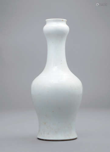 清乾隆 白釉蒜头瓶