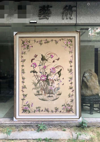 A FLORAL AND BIRD PATTERN EMBROIDERY