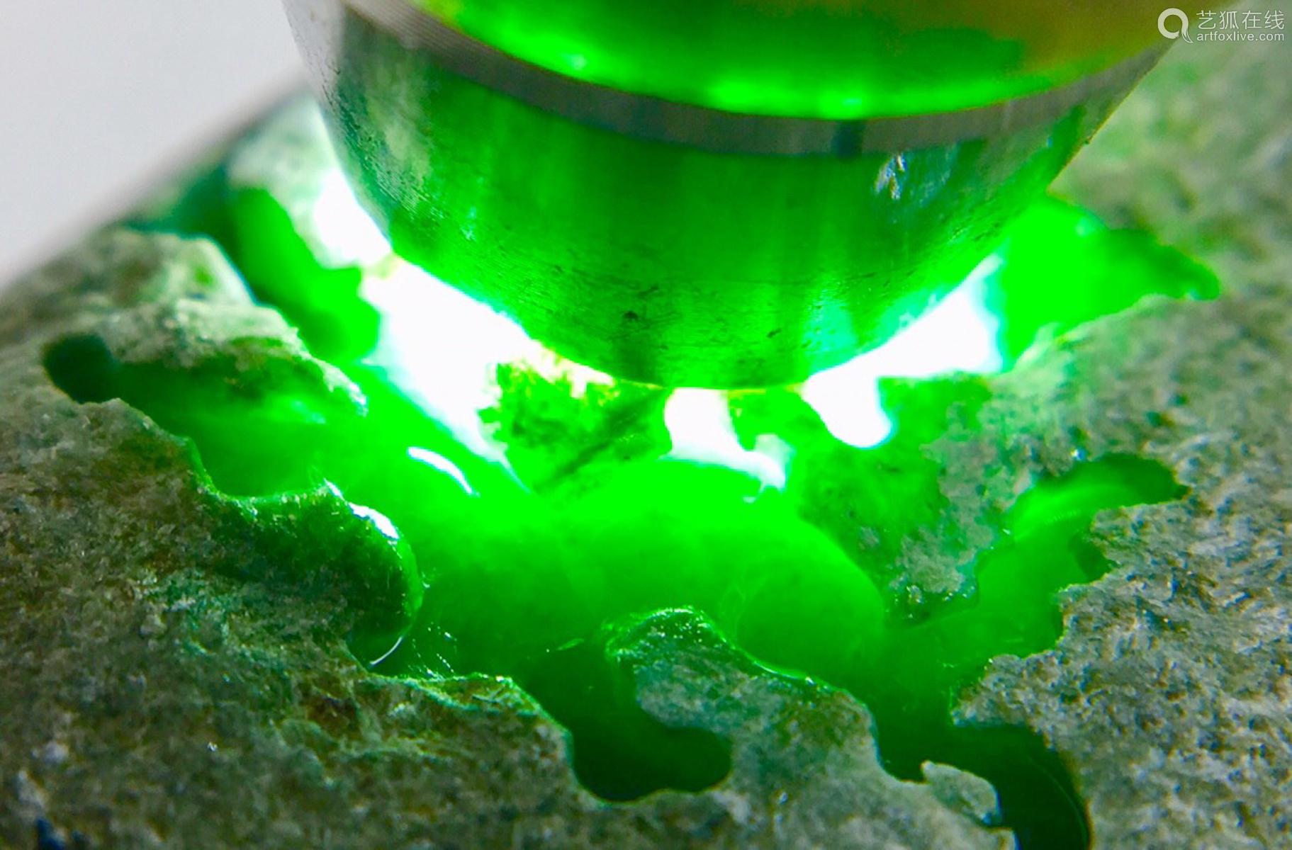A BURMESE GREEN JADEITE STONE, A CLASS