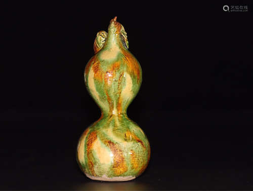 A GOURD DESIGN TANG TRI-COLOR GLAZED ORNAMENT