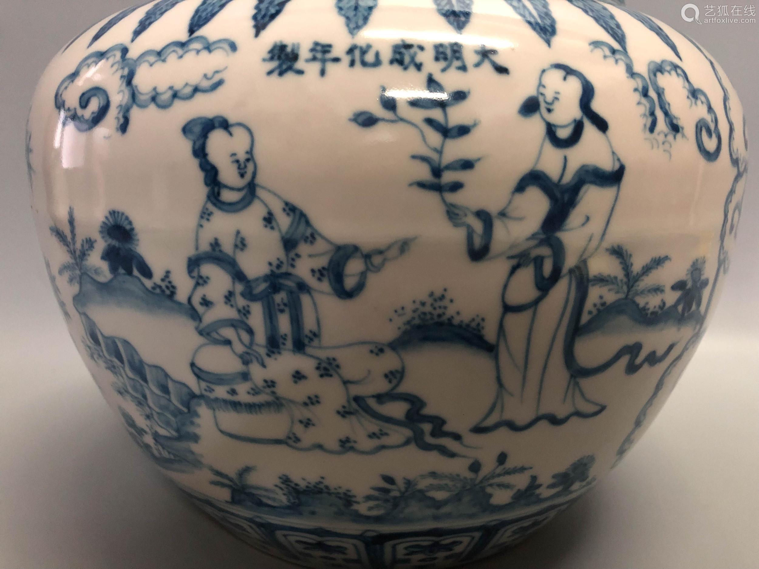 A FIGURE PATTERN BLUE&WHITE JAR, MING DYNASTY