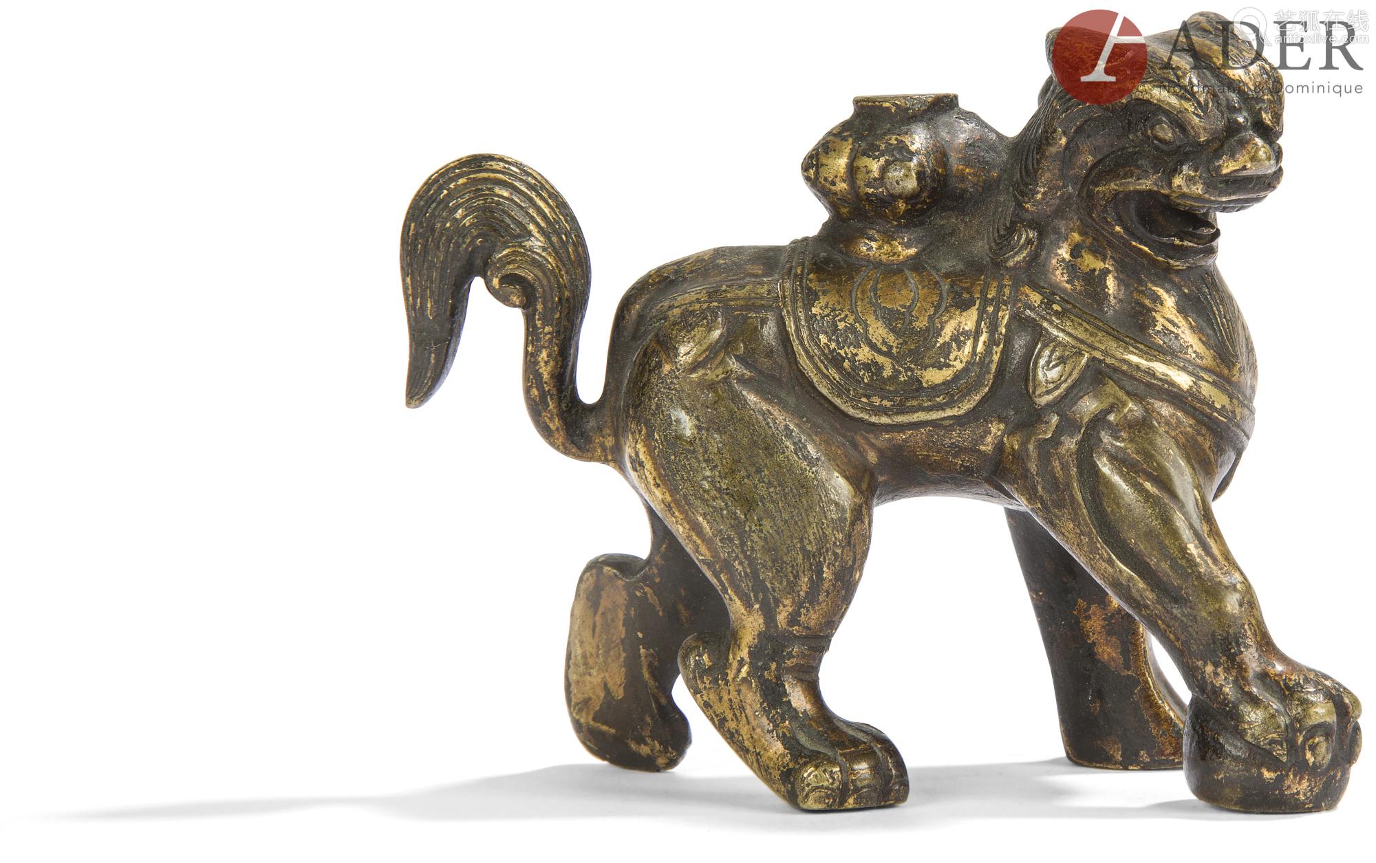 CHINE - XIXe siècle dans le style Yuan Porte-encens en bronze à traces de dorure formant chimère