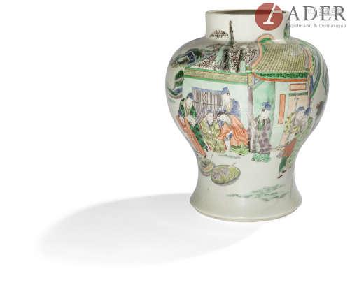 CHINE - Début XXe siècle Potiche en porcelaine à décor en émaux polychromes dans le style de la