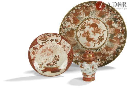 JAPON, Fours de Kutani - Époque MEIJI (1868 - 1912) Pot couvert et coupe en faïence à décor en rouge
