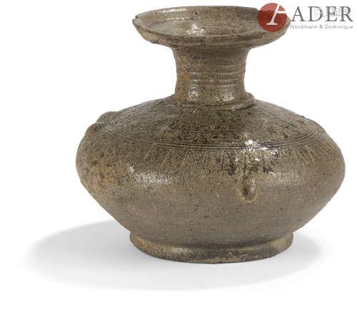 Corée - Période SILLA (57 av. JC - 918) Vase en terre cuite noire. H. : 13 cm