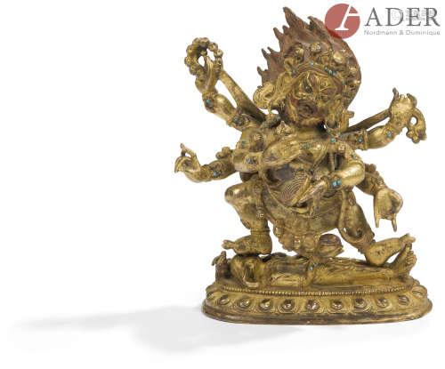 TIBET - XIXe siècle Statuette en bronze doré de Mahakala à six bras debout en pratyalidhasana sur un