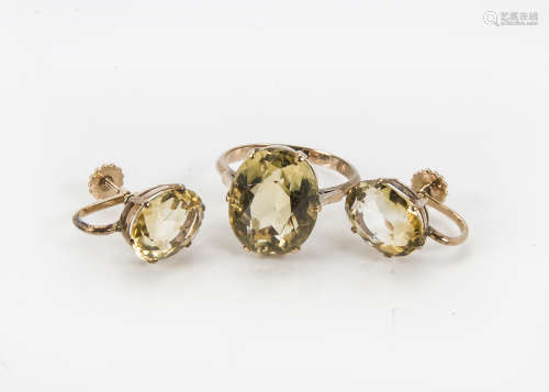 A 1960s gold and citrine dress ring, together with a pair of similar screw back earrings, 8.2g (3)
