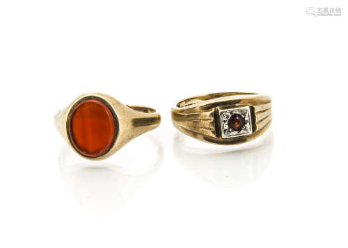 Two gem set 9ct gold gentleman's rings, including a cornelian signet ring, ring size V and a