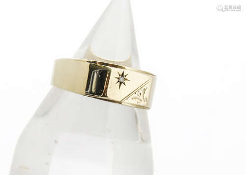 A 9ct gold gentleman's diamond chip dress ring, ring size V, 3.3g