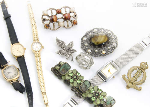 A quantity of costume jewellery, including an early 20th Century 18ct gold lady's trench