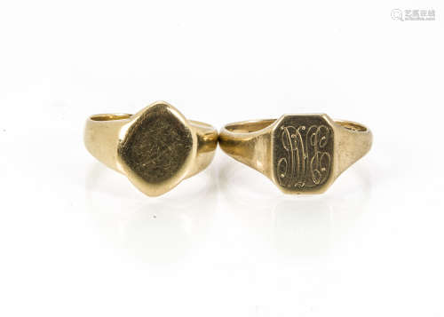 An early 20th century 18ct gold signet ring, blank tablet, bent, 9.8g, together with a 9ct gold