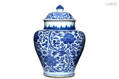 A CHINESE BLUE AND WHITE 'LOTUS' BALUSTER JAR AND COVER. 17th Century. The ovoid body painted with