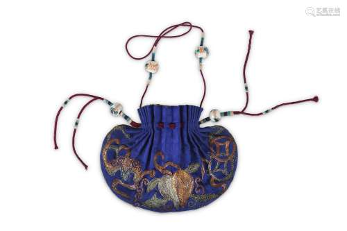 A CHINESE EMBROIDERED SILKSNUFF BOTTLE POUCH. Late Qing Dynasty. One side in vivid blue, the other