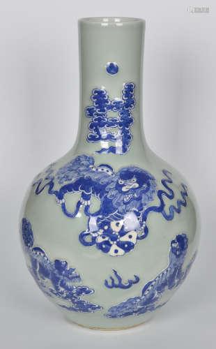 清 豆青釉青花堆白狮纹天球瓶