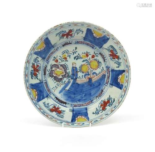 A delftware charger c.1740, painted in polychrome ...;