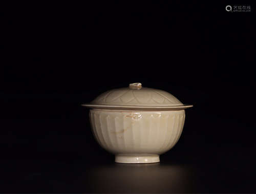10-11TH CENTURY, A DING KILN COVERED BOWL, NORTHERN SONG DYNASTY