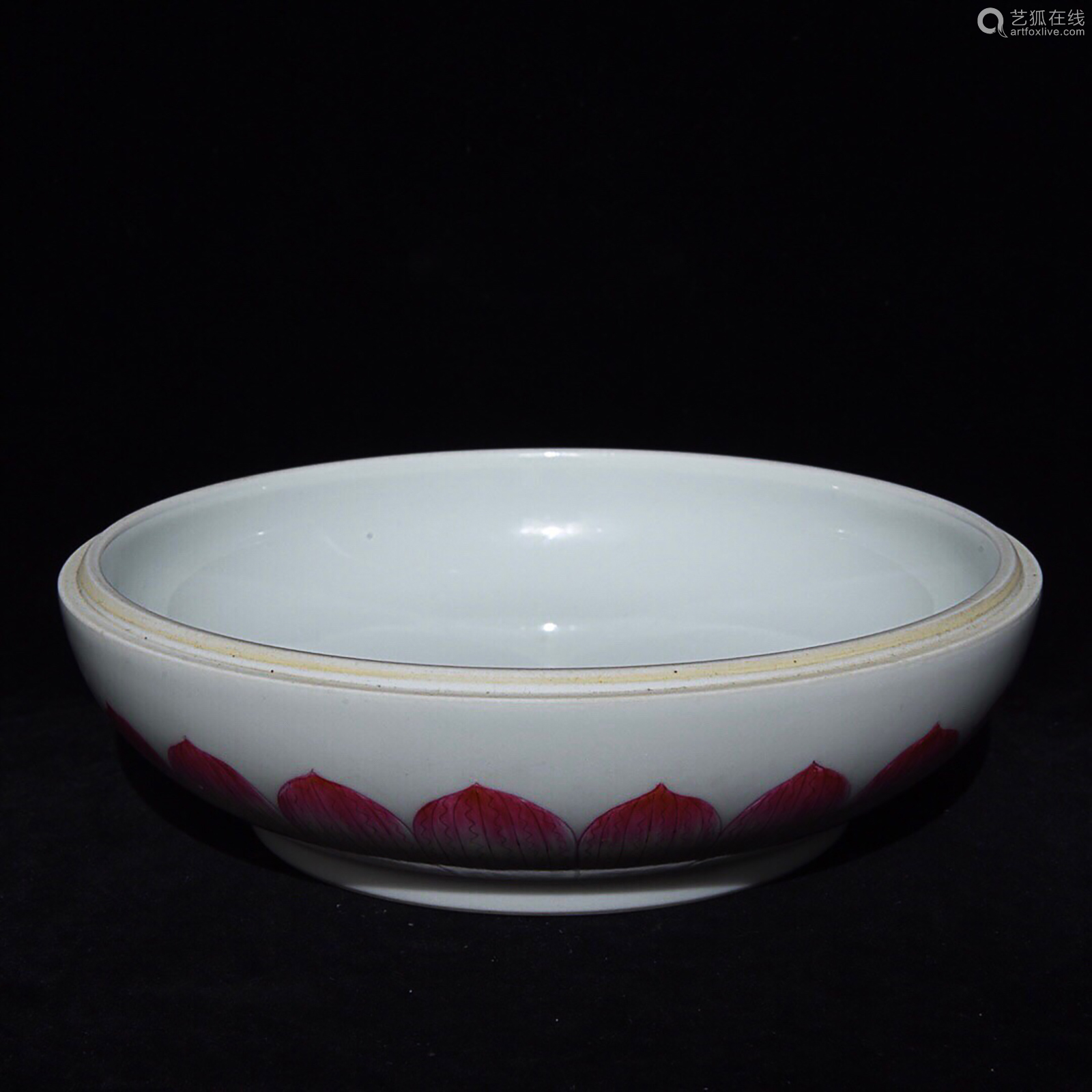AN OLD PEACH PATTERN FRUIT DISH