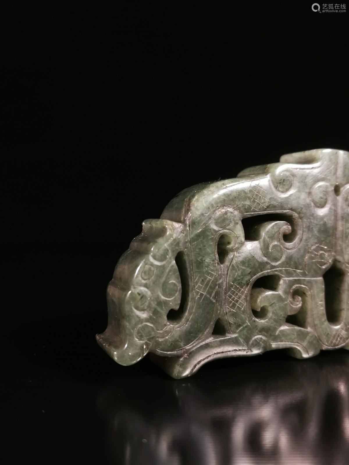 17-19TH CENTURY, A DRAGON PATTERN GREEN CRYSTAL ORNAMENT, QING DYNASTY
