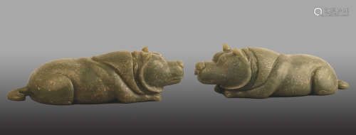 206 BC-220 AD, A PAIR OF BEAR DESIGN JADE PAPER WEIGHS, HAN DYNASTY