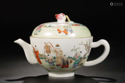1912-1949, A STORY DESIGN PORCELAIN EWER, THE REPUBLIC OF CHINA