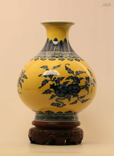 17-19TH CENTURY, A BLUE&WHITE OKHO SPRING BOTTLE, QING DYNASTY