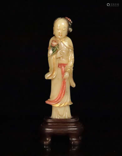 A COLOR SOAPSTONE CARVED LADY FIGURE