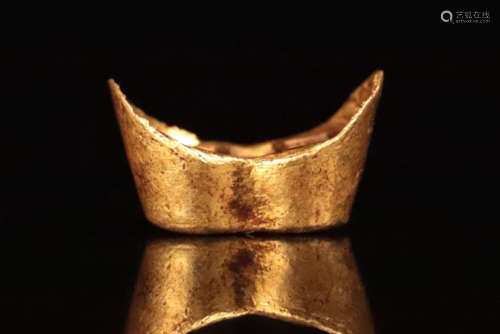 A QING DYNASTY GOLD CASTED INGOT