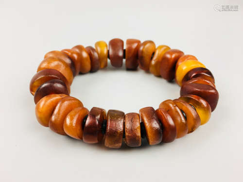 17-19TH CENTURY, A SLICED BEESWAX BRACELET,QING DYNASTY