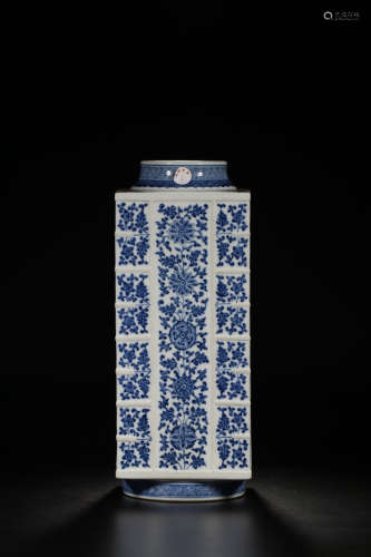 17-19TH CENTURY, A FLORAL PATTERN PORCELAIN VASE, QING DYNASTY