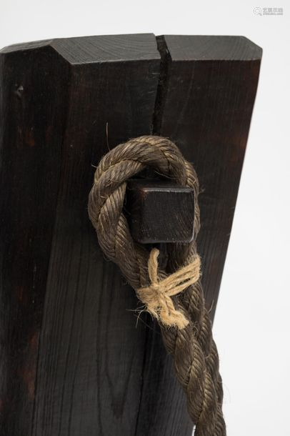 Lourd crochet (jizai) en bois de zelkova (keyaki),…