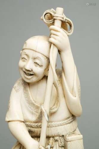 Okimono en ivoire représentant un pêcheur harponna…
