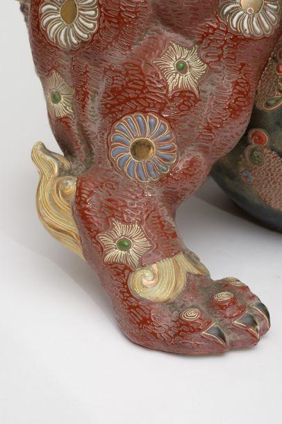 Figurine de style Satsuma d'un lion shishi à glaçu…