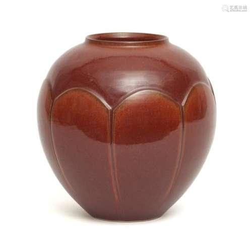 Vase globulaire marron rouge à glaçure de style Ki…