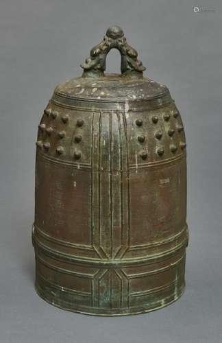 Cloche de temple en bronze (bonchō), volumineux et…