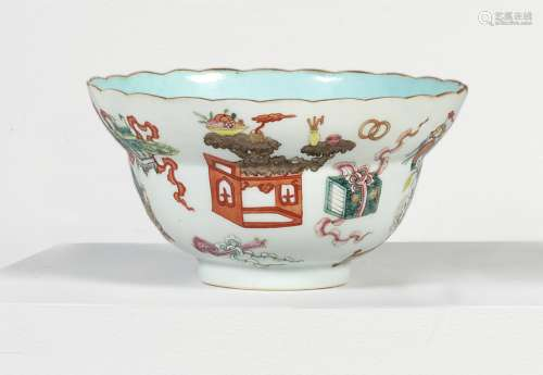 A FAMILLE-ROSE 'HUNDRED ANTIQUES' OGEE-FORM SCALLOPED-RIM BOWL<br/>JIAQING SEAL MARK AND PERIOD