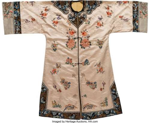 78280: A Chinese Embroidered Silk Lady's Robe, late Qin