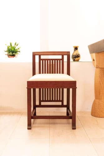 櫻桃木染黑色 米白色天然小牛皮單椅