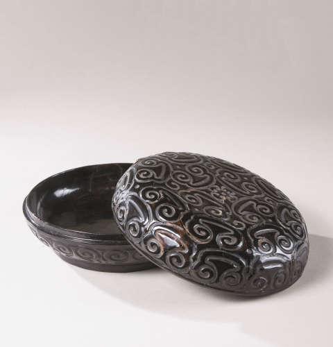 元代(1279-1368) 剔黑如意云纹盖盒