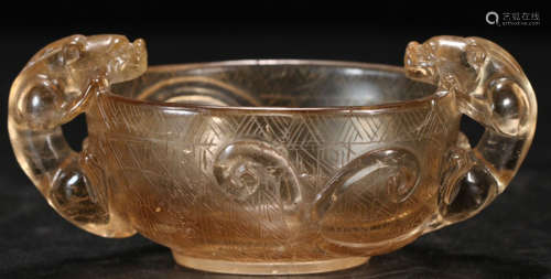 A CRYSTAL CARVED DRAGON PATTERN CUP