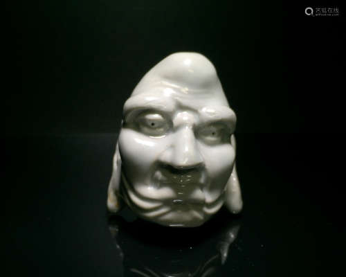 A PORCELAIN LUOHAN HEAD ORNAMENT