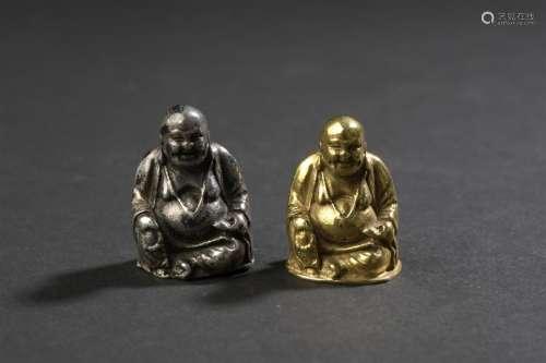 Deux statuettes de Budai en or et argent à bas tit...;